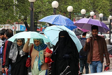 Kashmir weather to remain erratic for next 24 hours