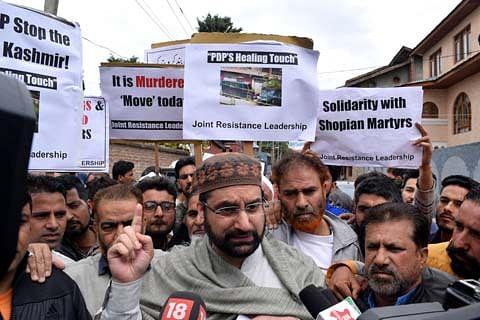 Mirwaiz tries to march towards secretariat against civilian killings, detained