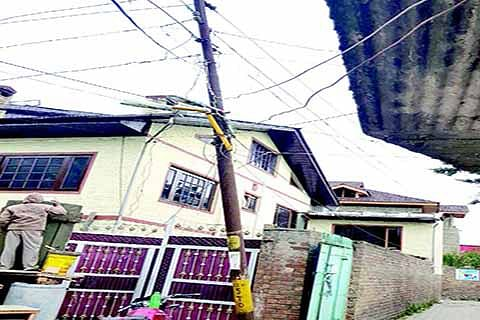 Rental charges of poles | Telecom, cable operators asked to execute agreement within 5 days
