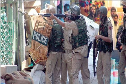 Clashes in Anantnag town, protests in Kulgam, Pulwama