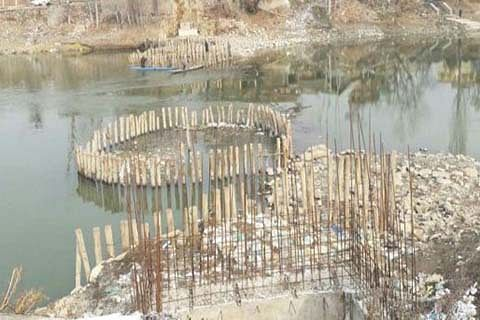 Sumbal town awaits completion of foot bridge