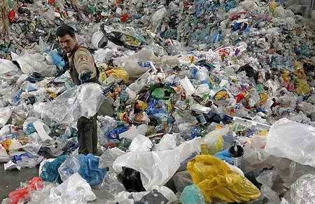 Crackdown on use of plastic bags, other market offenders held in Bhaderwah
