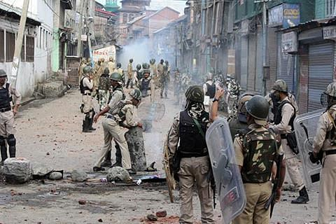 6 injured in Budgam clashes