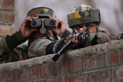 Two militants, army soldier killed in ongoing Bandipora operation
