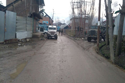 Clashes erupt after army patrolling party pelted with stones in Hajin