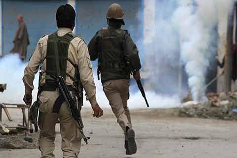 Intense clashes erupt in Bandipora
