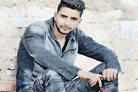 SPO runs away with rifle from Pampore police station, joins Hizb-ul-Mujahideen
