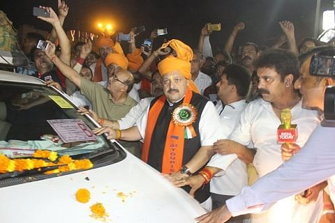 Welcoming them with love, says Rana as first batch of Amarnath yatris leaves for Kashmir