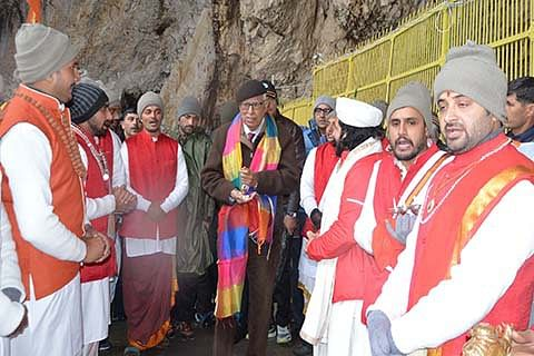 Governor Vohra leads first batch of pilgrims to Amarnath cave on day 1