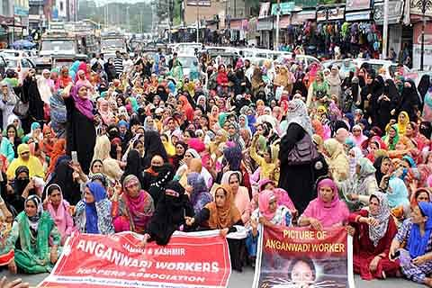 Anganwadi workers protest in Lal Chowk