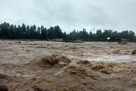 Water level rises in Vaishaw nallah in south Kashmir; diversions washed away