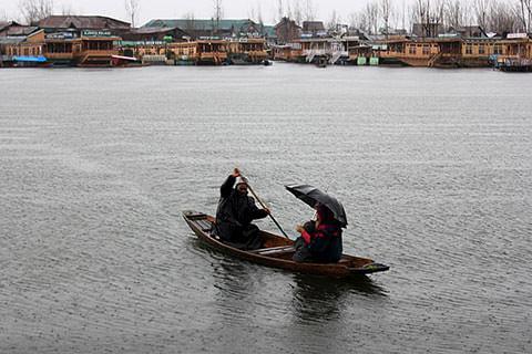 Heavy rains lash parts of Kashmir valley