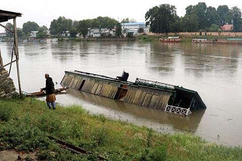 Flood declared in south Kashmir after water level crosses danger mark