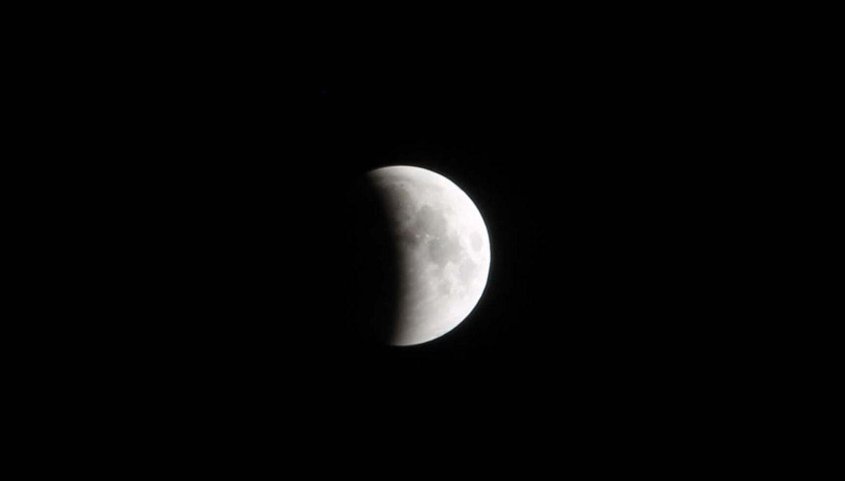 Lunar Eclipse: Moon Photographed In Srinagar