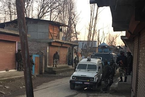 Youth detained during search operation in Hajin in north Kashmir