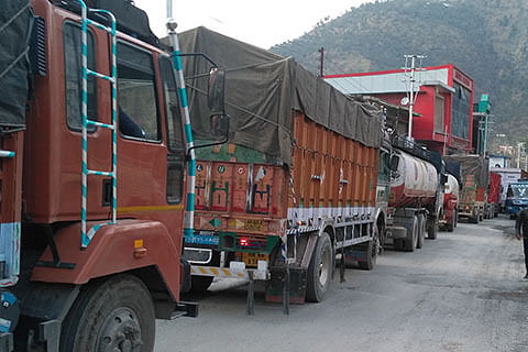 Traffic jam wreaks havoc on Jmu-Sgr highway