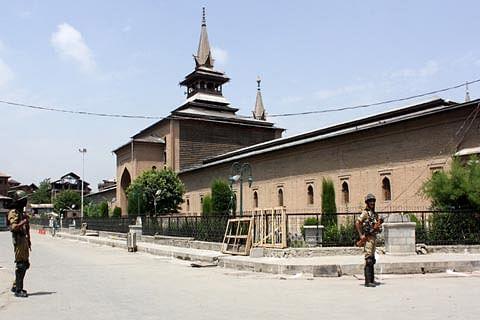 Friday prayers barred at Jamia Masjid Srinagar