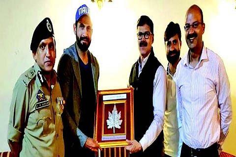 Irfan Pathan, Parvez Rasool call on Advisor Vijay Kumar