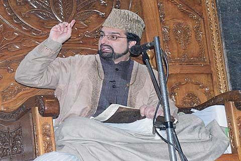 Hurriyat (M) decries Mirwaiz's house detention; barring Friday prayers at Jamia