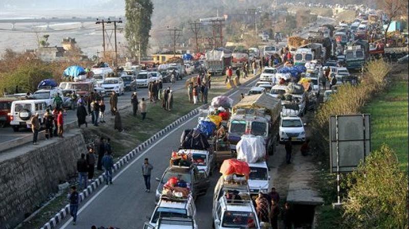 Traffic on Jammu-Srinagar Highway suspended; thousands stranded