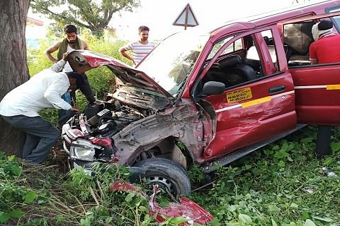 Seven injured after two vehicles collide on Rajouri highway