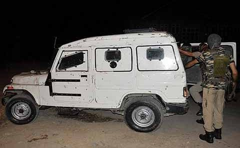 Militants snatch rifle from bank guard in Anantnag