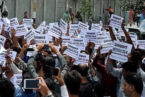 Trade and business associations continue protest across Srinagar