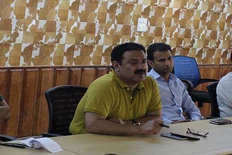 Jeelani holds maiden meet of tourism deptt