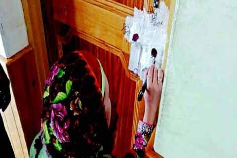 """33 """"illegal"""" clinics sealed in Pattan"""