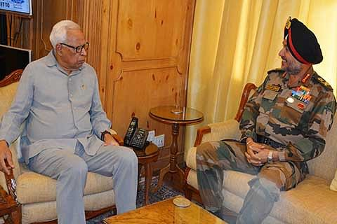 Army commander visits South Kashmir, meets Governor