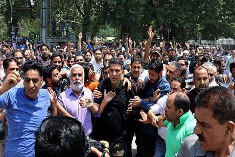 Police foil teachers' civil secretariat march