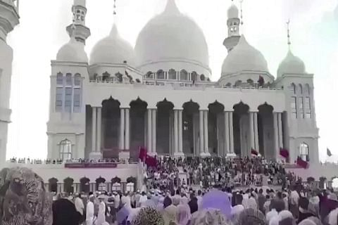 Massive protests by Hui Muslims halts demolition of mosque in China: Report