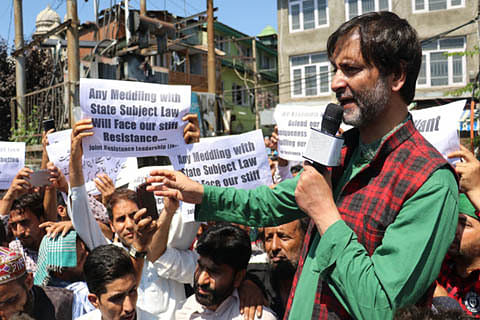 Video   Yasin Malik leads protest in Srinagar, says Article 35A linked to right to self-determination of Kashmiris