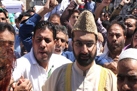 Video   Pro-India leaders, parties in Kashmir failed to safeguard negotiated terms of 'temporary accession': Mirwaiz