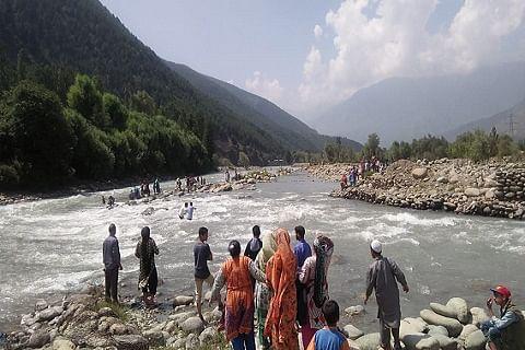 Youth drowns in nallah Sindh in Ganderbal; rescue operation underway