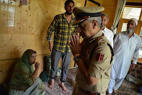 DGP visits slain police inspector's family at Pulwama
