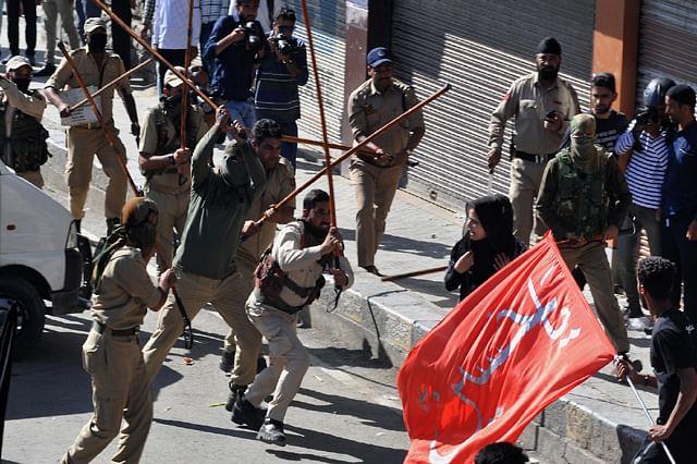 Police Use Batons, Teargas To Break Up Muharram Procession In Srinagar