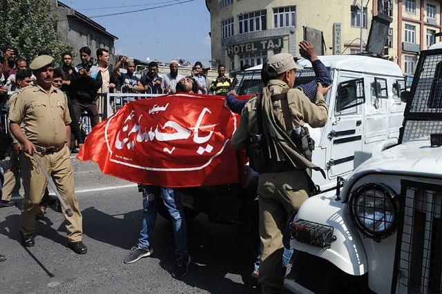 Police Detain Ashura Mourners in Srinagar