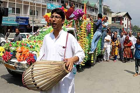 Janmashtami procession taken out in Lal Chowk