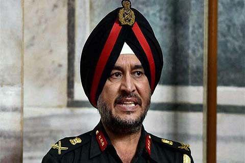 Northern Army Commander visits forward posts in Akhnoor
