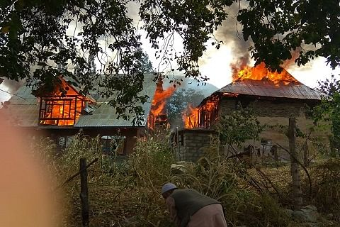 Fire guts two residential houses, cowshed in Kangan in central Kashmir