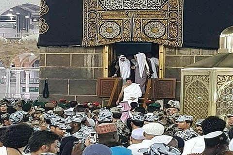 Watch | Doors of Holy Kaaba opened for Pakistan PM Imran Khan