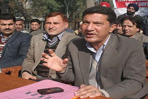 Teachers' hunger strike enters into 17th day in Srinagar, 21st in Jammu