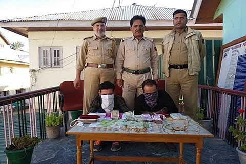 Police crack theft case at Rainawari, 2 accused arrested