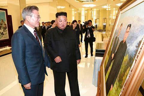 Moon, Kim take historic trip to sacred North Korean mountain