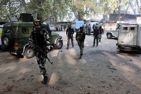Militants attack police patrol in south Kashmir's Pulwama
