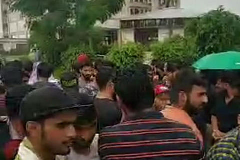 Kashmiri students attacked in outside college