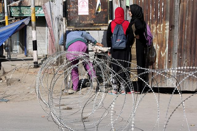 Government Forces Enforce Restrictions For 2nd Straight Day In Srinagar