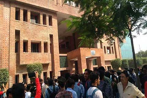 Over 350 Indians, Afghans booked after Kashmiri student beaten up at Greater Noida University