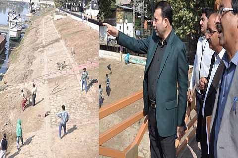 Farooq Shah takes review of works